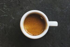 DeLonghi overrasker med billig espressomaskine testvinder